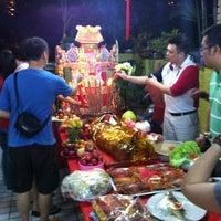 Photo taken at Nasi Lemak (Makcik Gerai) by Edmond Y. on 5/23/2012
