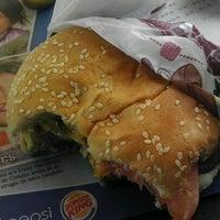 Foto tomada en Burger King por Omar L. el 7/20/2012