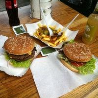7/20/2012 tarihinde Janosch B.ziyaretçi tarafından Burgermeister'de çekilen fotoğraf