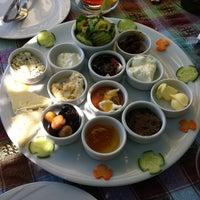 7/20/2012 tarihinde ...s.....sss..ziyaretçi tarafından Zeytindalı Kahvaltı Evi'de çekilen fotoğraf