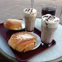 Das Foto wurde bei Café Esplanad von Roosa R. am 3/3/2012 aufgenommen