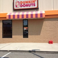 Photo taken at Dunkin' Donuts by Tom L. on 5/26/2012