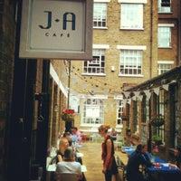 6/1/2012 tarihinde mark p.ziyaretçi tarafından J+A Café'de çekilen fotoğraf