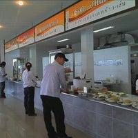 Photo taken at ครัวเบญจมาศ by Seth U. on 6/23/2012