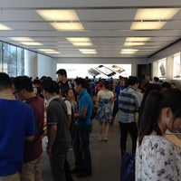 Photo taken at Apple 香港广场 by Tony C. on 8/25/2012