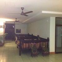 Снимок сделан в Emerald Hotel пользователем Dog T. 7/8/2012