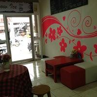 Photo taken at Coffee Gun by Steve Wai R. on 3/21/2012