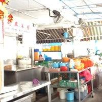 Photo taken at Lee Heng Restaurant by Ivan H. on 5/8/2012