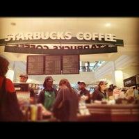 Foto tirada no(a) Starbucks por Benjamin E. em 5/13/2012