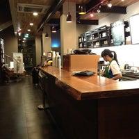 Снимок сделан в Starbucks пользователем Baba R. 6/30/2012