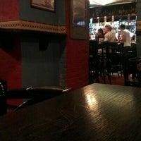 Снимок сделан в Harat's Pub пользователем Alexey S. 8/17/2012