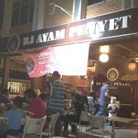 Photo taken at RJ Ayam Penyet Kopitiam by Kepit K. on 5/6/2012