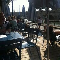 Photo taken at Paris Plages – Bassin de la Villette by Lola Z. on 8/16/2012