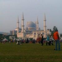 Photo taken at Bazar Ramadhan Taman Kerang (Pokok Buluh) by Rahman L. on 8/2/2012