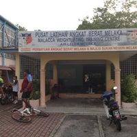 Photo taken at Pusat Latihan Angkat Berat Melaka by Yudzaimie Y. on 6/7/2012
