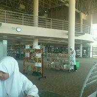 Photo taken at Library of Sekolah Menengah Sufri Bolkiah Tutong by Enah H. on 6/23/2012