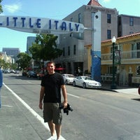 Photo prise au Little Italy par Carlos F. le6/10/2012