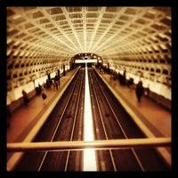 5/11/2012 tarihinde Greg B.ziyaretçi tarafından Gallery Place - Chinatown Metro Station'de çekilen fotoğraf