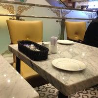 Photo taken at Café Balencia by Riz ^^ on 4/18/2012
