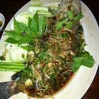 Photo taken at ครัวหญ้าคา (Yakha Khaoyai Restaurant) by Thanyalak I. on 7/7/2012