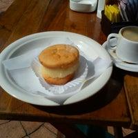 Foto diambil di Café Amigo oleh Wagner T. pada 3/29/2012