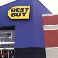 Photo taken at Best Buy by AElias A. on 8/1/2012