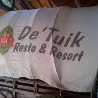 Photo taken at De Tuik Garden Cafe & Resort by Tatang A. on 6/12/2015