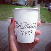 Das Foto wurde bei Flat Track Coffee von Tiffany D. am 7/21/2013 aufgenommen