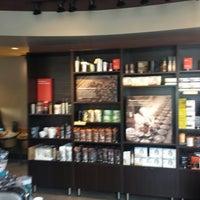 Das Foto wurde bei Starbucks von Paul A. am 10/25/2014 aufgenommen