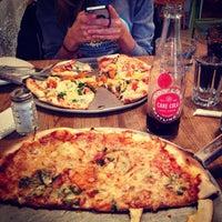 Das Foto wurde bei Emma's Pizza von Roberta V. am 10/2/2014 aufgenommen