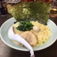 Photo taken at 横浜家系ラーメン 魂心家 日テレ通り店 by 横山 美. on 5/31/2017