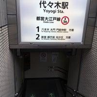 Foto tirada no(a) Oedo Line Yoyogi Station (E26) por quiche em 5/26/2017