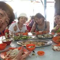 Photo taken at 佳香园海鲜饭店 by |D|A|N|A|🌸 C. on 9/20/2014