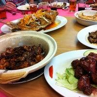 Foto tomada en Sam Yu Seafood Restaurant (三有海鲜饭店) por |D|A|N|A|🌸 C. el 12/16/2012