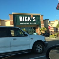 Photo taken at DICK'S Sporting Goods by Joe R. on 11/15/2016