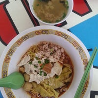 Photo prise au Hill Street Tai Hwa Pork Noodle 吊桥头大华猪肉粿条 par Huiyi N. le2/28/2015
