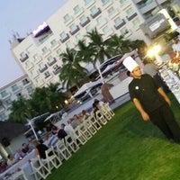 Photo taken at Terraza Splash, Hard Rock Hotel Vallarta by Luiz V. on 10/8/2015