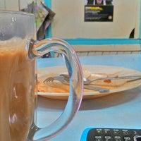Photo taken at Nasi Lemak Mak Wanjor by Mohd S. on 9/21/2014