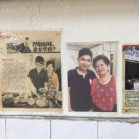 Photo taken at Huen Kee Claypot Chicken Rice by Ysoon N. on 11/21/2017