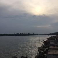 Photo taken at เกาะลำพู by Kaew_kikkok on 4/12/2015