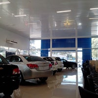 Photo taken at Uvel Veículos - Chevrolet by Roberto B. on 6/4/2013