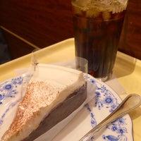 Photo taken at ドトールコーヒーショップ 横浜鶴屋町2丁目店 by Akihiro K. on 12/4/2013