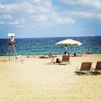 Foto tomada en Playa de la Mar Bella por Drew B. el 7/2/2013