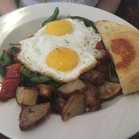 Das Foto wurde bei Coppi's Organic Restaurant von Star S. am 6/11/2016 aufgenommen