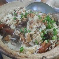 Photo taken at Huen Kee Claypot Chicken Rice by Damien P. on 4/22/2013