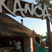 Foto tirada no(a) Kanoa Beach Bar por Robson A. em 10/5/2013