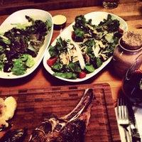 4/11/2013 tarihinde Aykut B.ziyaretçi tarafından Dükkan Steakhouse'de çekilen fotoğraf