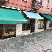 Photo taken at Il Bacaro Del Gelato by Felix S. on 11/10/2017