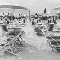 Photo taken at Spiaggia San Benedetto Del Tronto by LaCasiCris on 8/19/2016