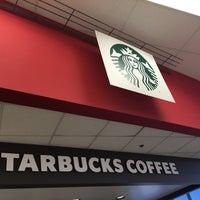 Photo taken at Starbucks by Leonard Jp M. on 7/3/2016